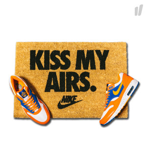Kiss My Airs Doormat ( brown / black )