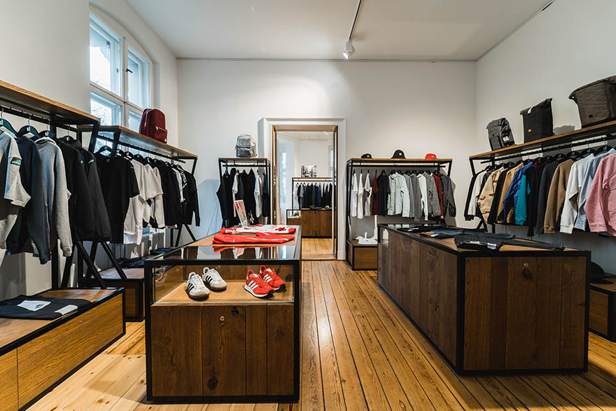 low priced 77ef8 a3a15 The Stores - OVERKILL Berlin - Sneaker, Wear & Graffiti